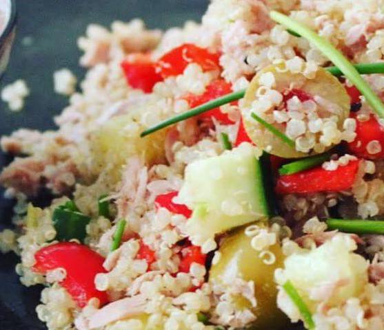 Quinoa met tonijn en olijven