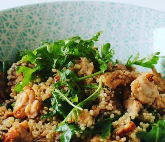 Quinoa met gehakt shiitake en rucola